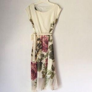 Dresses & Skirts - Beautiful Moody Floral Midi Dress * Medium